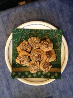 Haferflockenplätzchen auf einem Teller mit Serviette